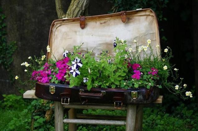 цветарник в стария куфар