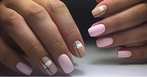 розов къси нокти