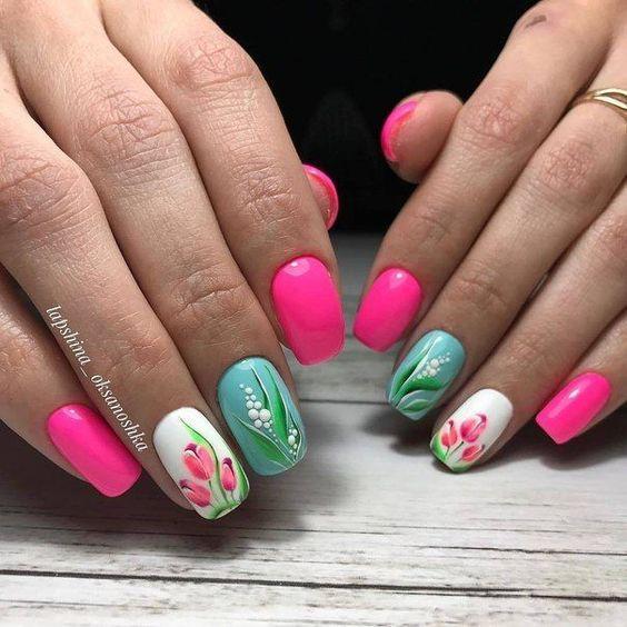 цветен маникюр с цветя