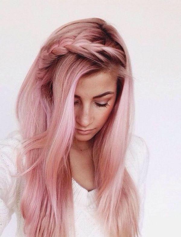 бебешки розов цвят на косата