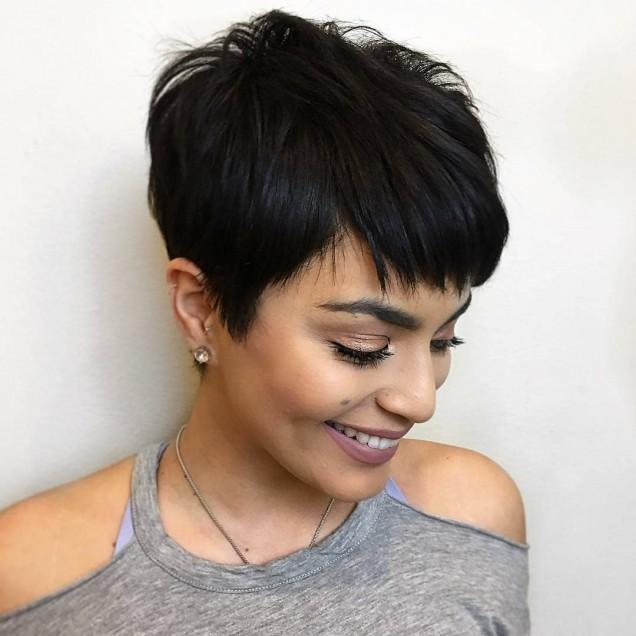 Прически с бретон за чуплива коса