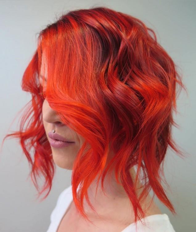 наситено коралов цвят на косата