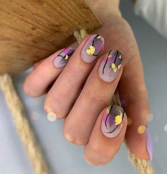 блестящ маникюр къси нокти