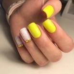 нежен жълт маникюр къси нокти