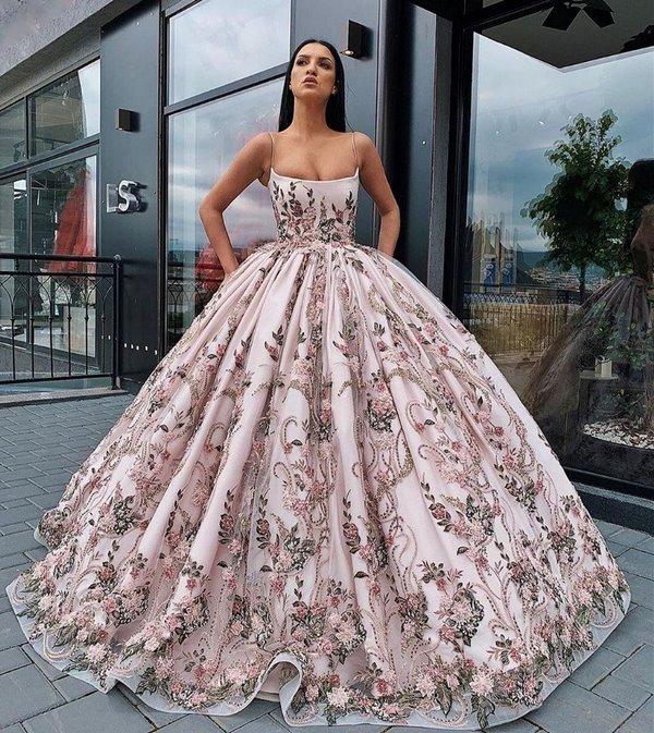ефирна рокля