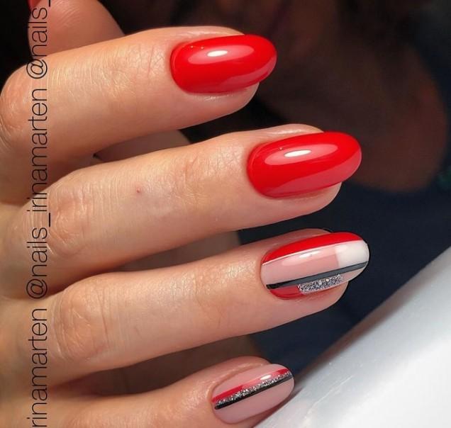 Ефектен червен маникюр за къси нокти