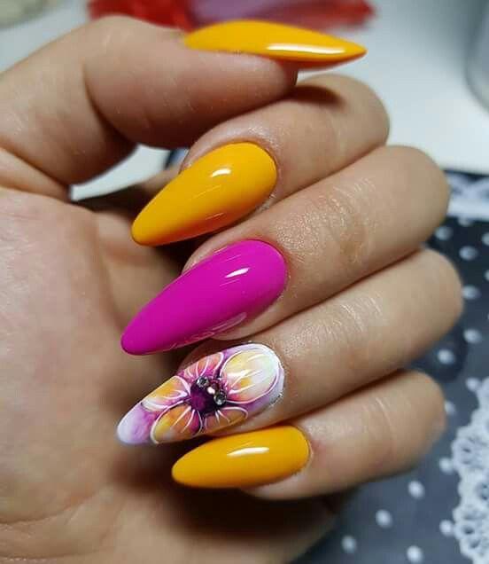 цветен маникюр с жълто