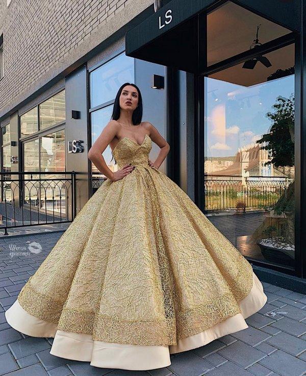 нежна рокля