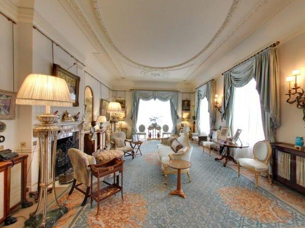 дворецът Кларънс Хаус на Чарлз