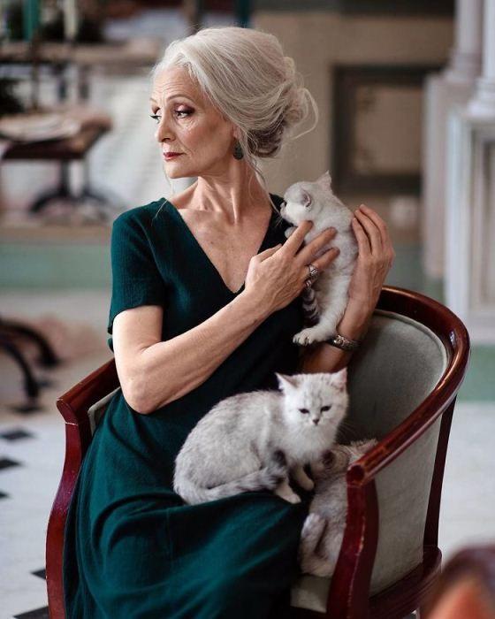 елегантна фризура възрастна дама