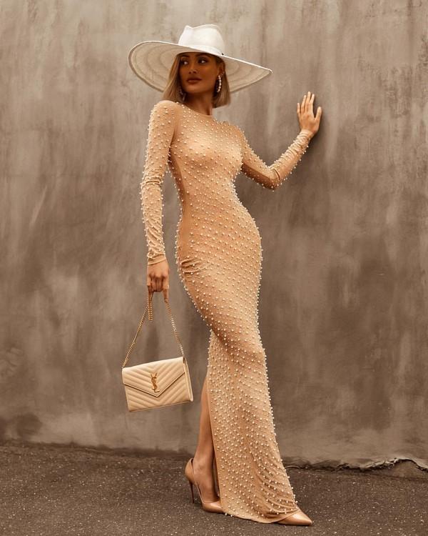 нуди рокля