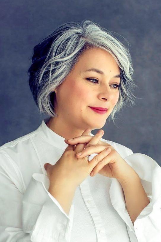 ефектни сиви кичури в косите