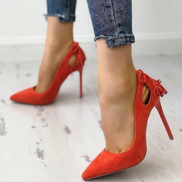 червени остри обувки