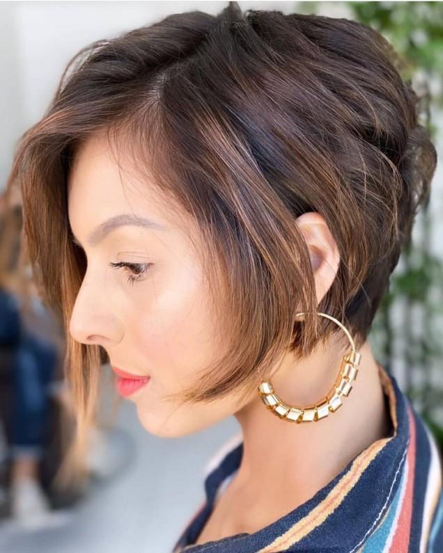 Прическа каре за чуплива коса