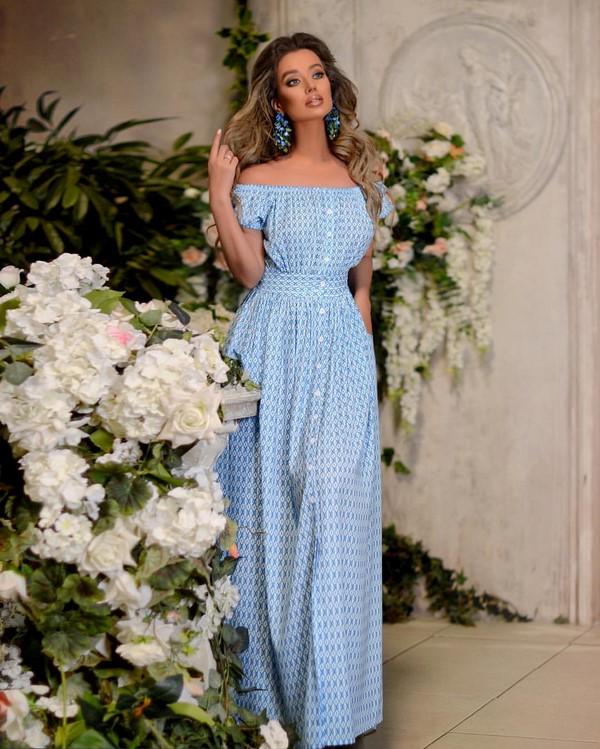 бледо синя рокля