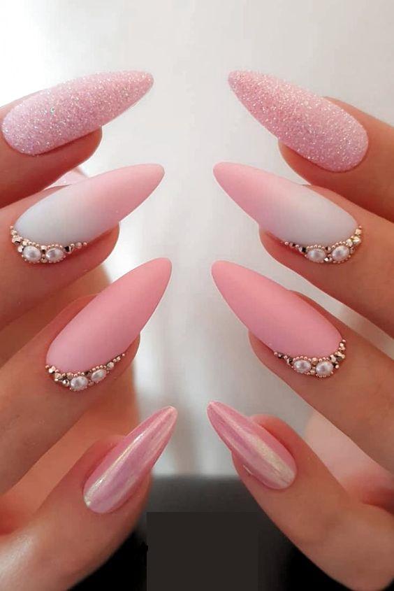 нежно розов маникюр с перли