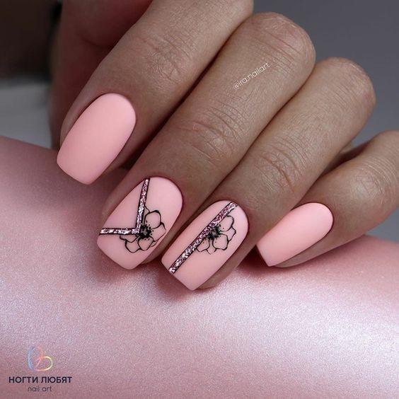 сладък маникюр розово