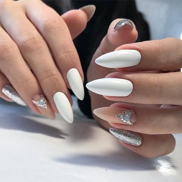 елегантен маникюр бяло и сребърно