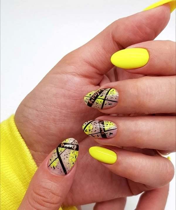 абстрактен жълт маникюр