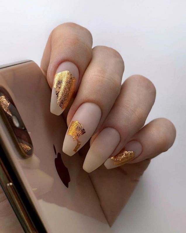 маникюр златно фолио