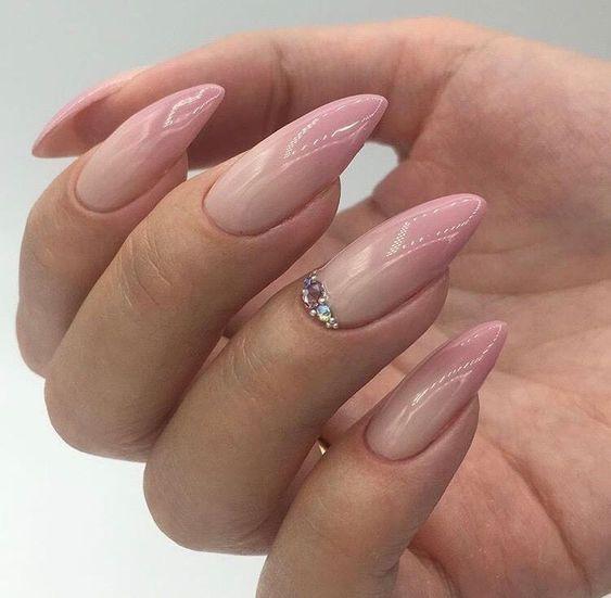 нежен маникюр дълги нокти