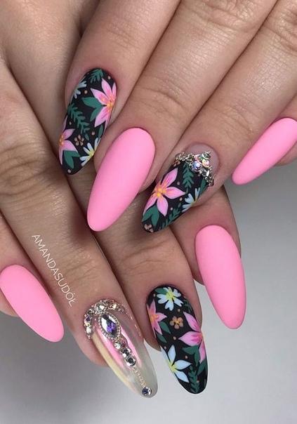 ефектен маникюр с  розово