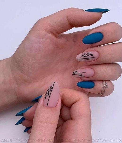 маникюр кралско синьо