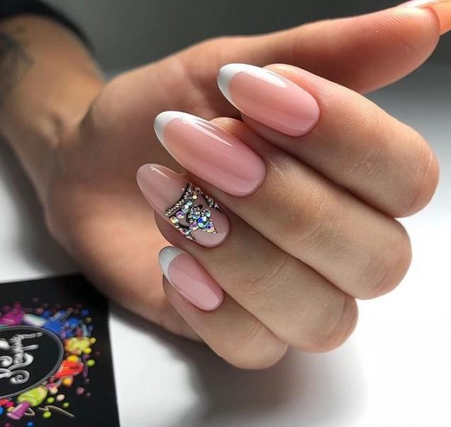 гол маникюр с кристали