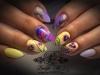 лилаво и жълто маникюр