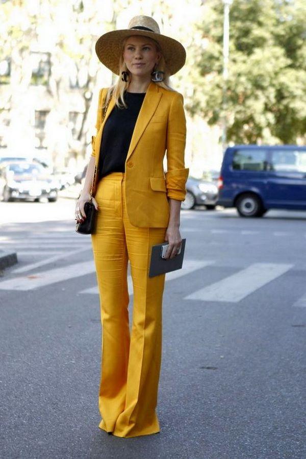 жълт костюм