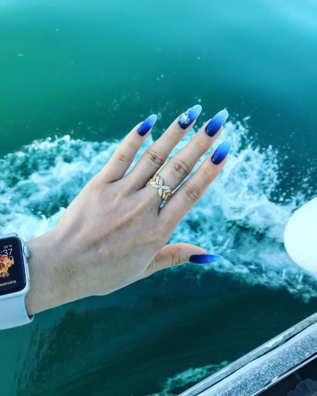 морска тема на дълги и остри нокти