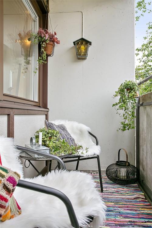 романтичен балкон в бяло