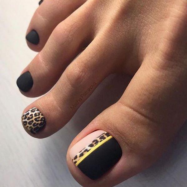 черно-леопардов педикюр