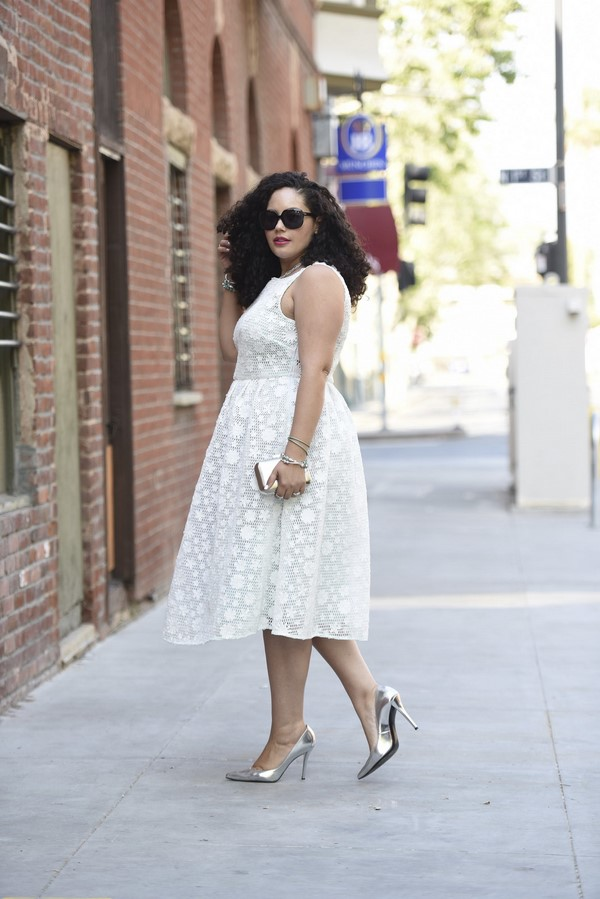 бяла нежна рокля