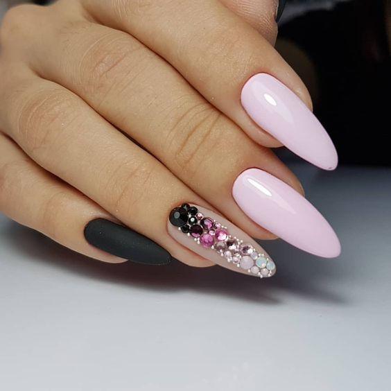 бледо розово с черно
