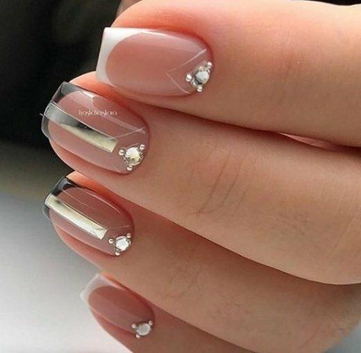 геометричен френч къси нокти