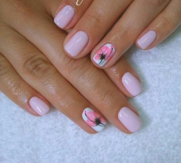 розов маникюр с цвете.jpg