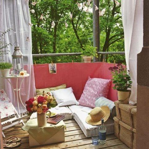 удобен кът на балкона