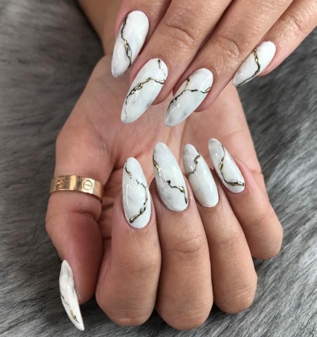 мраморен маникюр дълги нокти