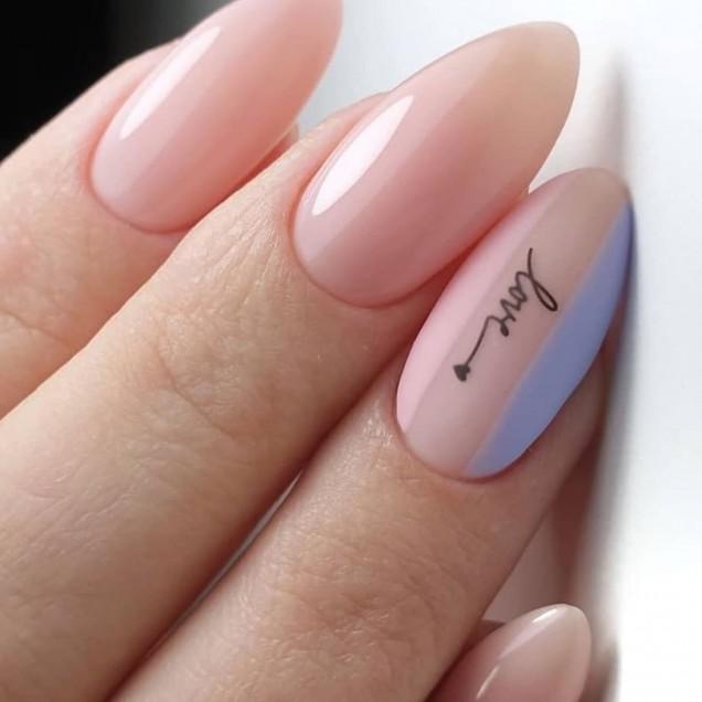 Естествените нюанси за ноктите