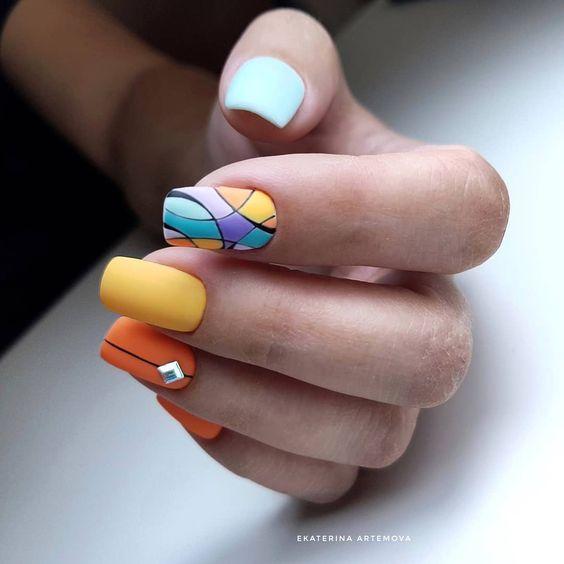 арт маникюр къси нокти