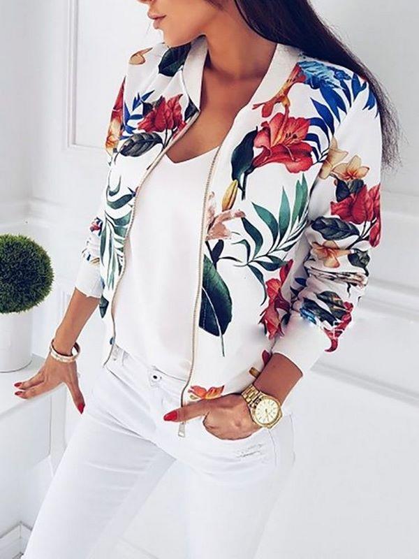 бяло облекло с цветно сако