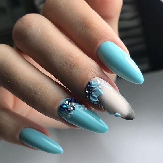 елегантен летен маникюр в синьо