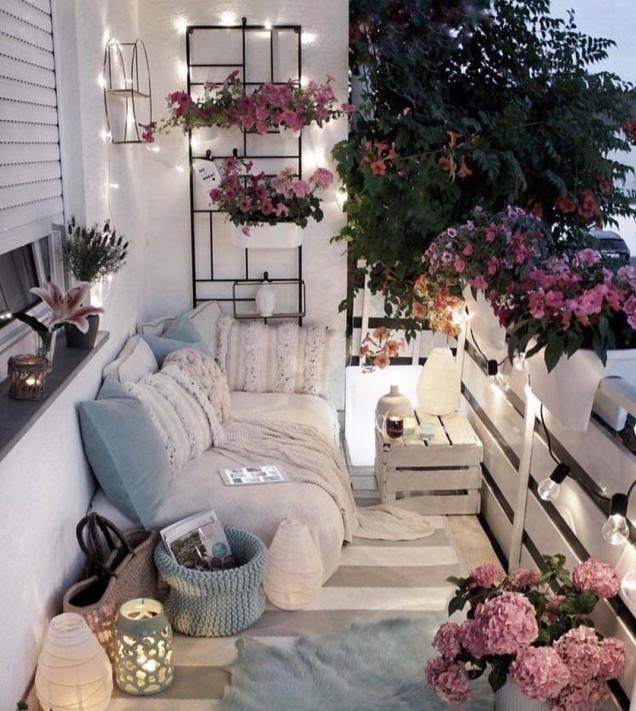 романтичен кът на балкона