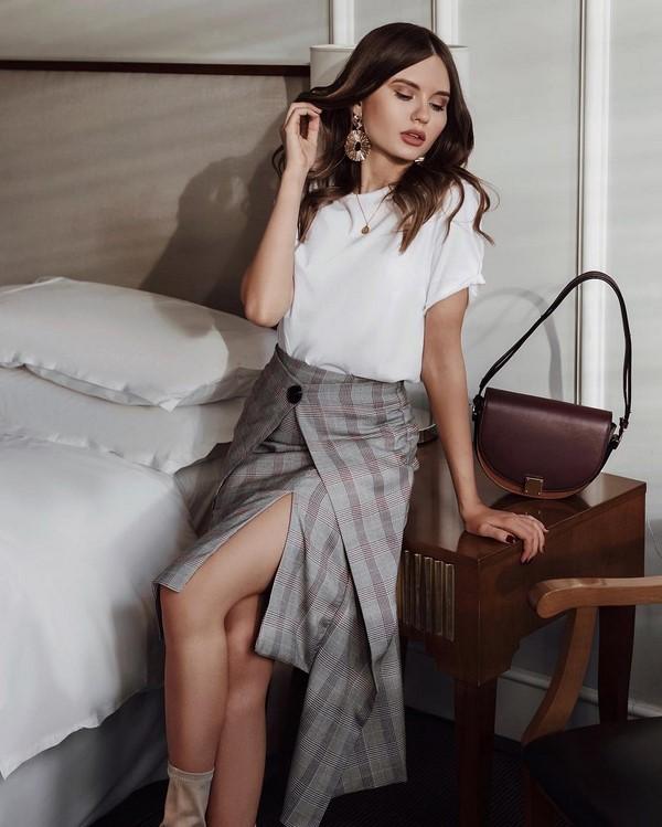 сива пола с голяма щепка