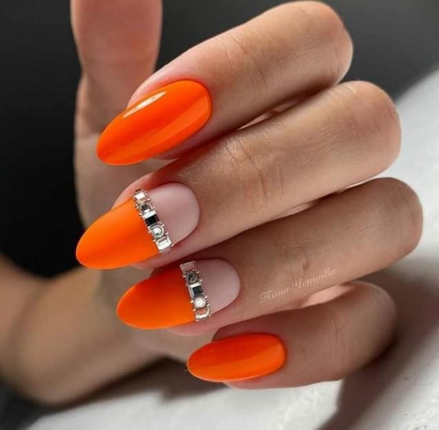 неонов оранжев маникюр