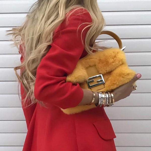жълта пух чанта