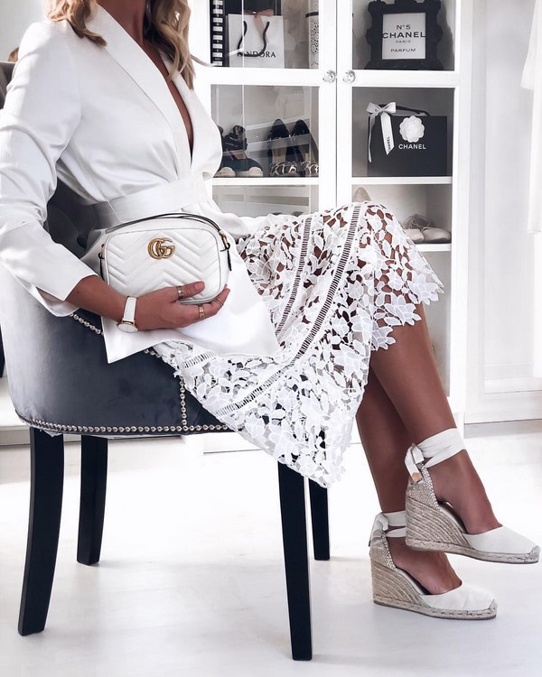 бяла малка чанта 2020