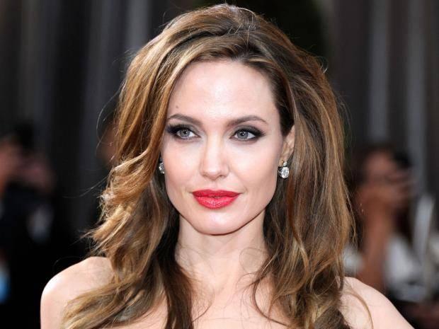 Анджелина Джоли кичури