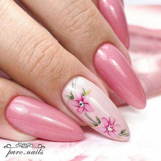 розов перлен с цветя